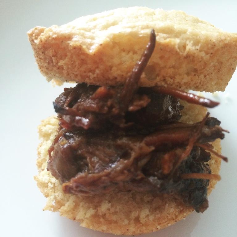 CROCKPOT COOKIN': Pulled Beef Cornbread Muffin Sandwich